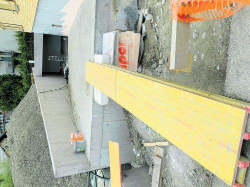 Das Betreten von Baustellen ist nur nach Absprache mit dem Bauleiter erlaubt.Nägele
