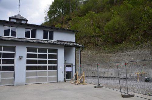 Der Baustart zur Erweiterung des Feuerwehrhauses in Dalaas erfolgte coronabedingt mit leichter Verzögerung. DOB