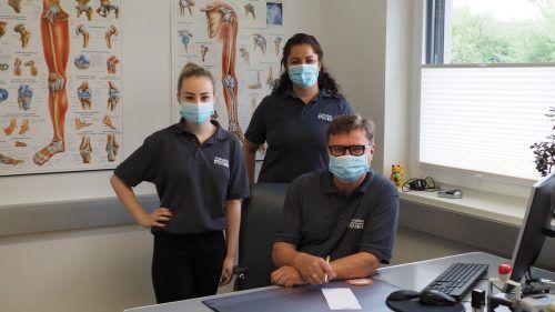 Die Assistentinnen Johanna und Elif unterstützen das neue Meininger Ärzte-Duo.