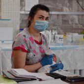 Rund 100 Babys von Leihmüttern sitzen in der Ukraine fest
