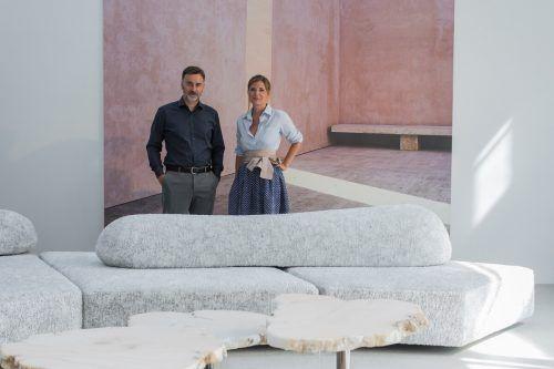 Die Höttges-Geschäftsführer Siegfried Türtscher und Nicole Wührer haben in den letzten Wochen mit ihrem Team die Outdoor-Ausstellung neu gestaltet.VN/Steurer