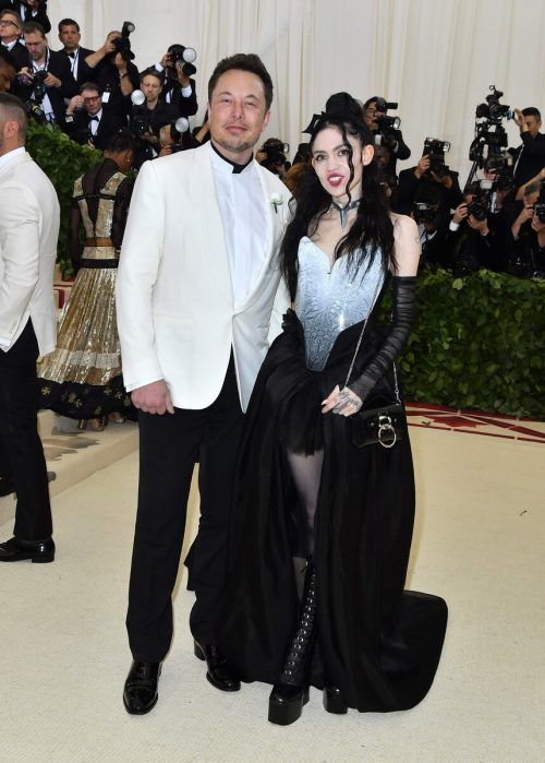 Elon Musk ist mit der kanadische Sängerin Grimes liiert. afp