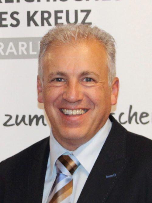 Rot-Kreuz-Coronakoordinator Roland Gozzi verging an Grenze zur Schweiz offenbar kurz das Lachen.VN