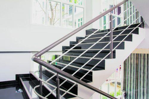 Freie Stiegenhäuser dienen der Sicherheit und dem Schutz der Bewohner.shutterstock