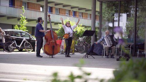 """Hofkonzerte, wie beim Sozialzentrum """"Mariahilf"""" in Bregenz, sorgten für Freude."""