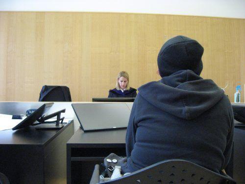 """""""Ich war psychisch einfach am Boden"""", begründete die 36-Jährige ihr Verhalten am Donnerstag vor dem Landesgericht in Feldkirch. EC"""