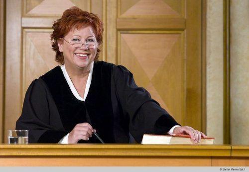 Justiz-Sendungen gab es auch vor Barbara Salesch. Im Privat-Fernsehen aber etablierte die ehemalige Hamburger Richterin die Gerichtsshow unter ihrem Namen. SAT1