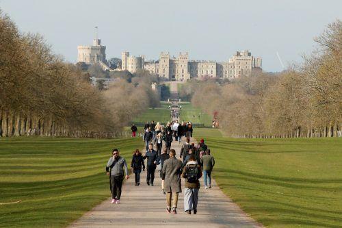 Königin Elizabeth II. und ihr Mann Prinz Philip harren auf Schloss Windsor aus.Es könnte die längste Abwesenheit der Queen in ihrer 68-jährigen Regentschaft werden. Reuters