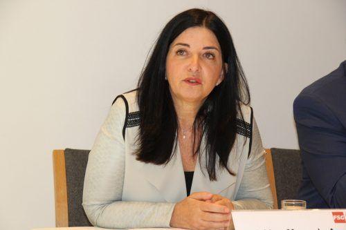 """Manuela Auer fordert: """"Investieren statt kürzen."""" VOL.at"""