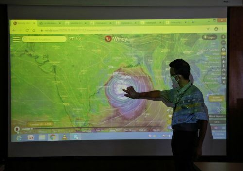 Meteorologen verfolgen die Richtung des Zyklons genau. Reuters