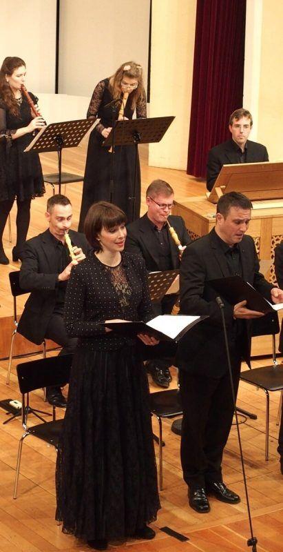 Mit einem ausgewählten Ensemble bestreitet Miriam Feuersinger seit 2014 in Vorarlberg einen Bach-Kantatenzyklus mit drei Konzertprojekten pro Jahr. JU