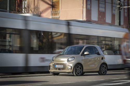 Mit einigen Design-Retuschen – auch zur besseren optischen Unterscheidbarkeit von Fortwo und Forfour – setzt Smart die Karriere des Citycar-Trios fort.