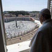 Papst segnet nach Coronapause erstmals wieder Pilger