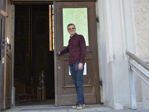 Pfarrer Christian Stranz lädt nach acht Wochen wieder herzlich zum Gottesdienst.