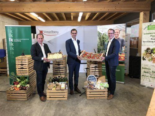 Plädoyer für die heimische Landwirtschaft: LK-Präsident Josef Moosbrugger, LH Markus Wallner und LR Christian Gantner (v. l.).)VN/Hämmerle