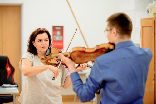 Der Instrumentalunterricht bleibt, Komposition wird gestrichen.
