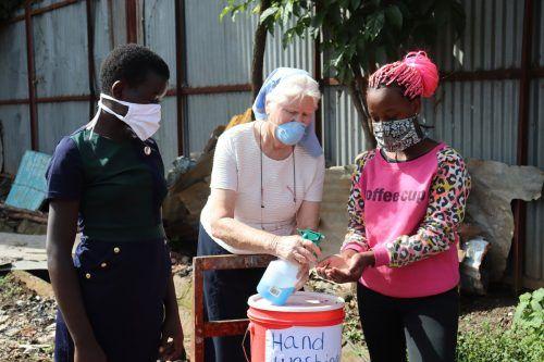 Schwester Mary Killeen versucht, vor allem den Kindern und Jugendlichen so gut es geht zu helfen, auch durch entsprechende Hygienemaßnahmen. BSiN