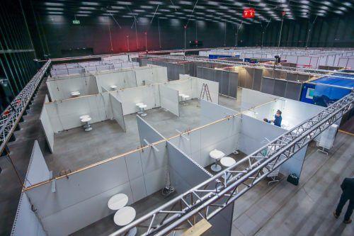 So sahen die Kojen im Notversorgungszentrum bei der offiziellen Präsentation aus. Inzwischen sind alle mit der nötigen Ausstattung versehen. vn/steurer