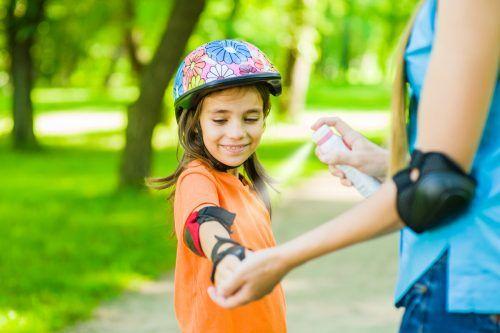 Sprays schützen am wirksamsten gegen Stechmücken. shutterstock