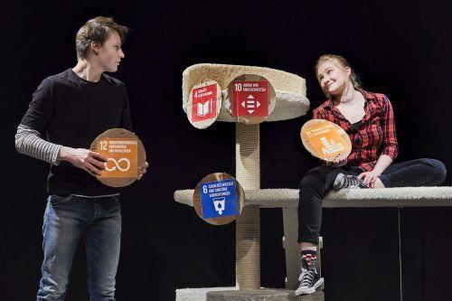 "Szene aus ""Who cares?"" von Daniela Egger, uraufgeführt am Vorarlberger Landestheater. LT/Köhler"