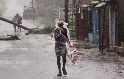 Über drei Millionen Menschen mussten ihre Häuser verlassen und in Notunterkünfte fliehen.