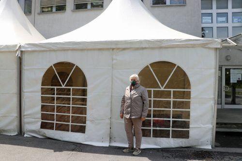 Um das Platzangebot zu vergrößern, wurden Zelte aufgestellt.
