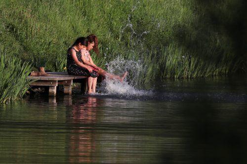 Von einem normalen Teich unterscheidet sich der Solarteich durch den Inhalt. Statt Wasser enthält er konzentriertes Salzwasser. Reuters