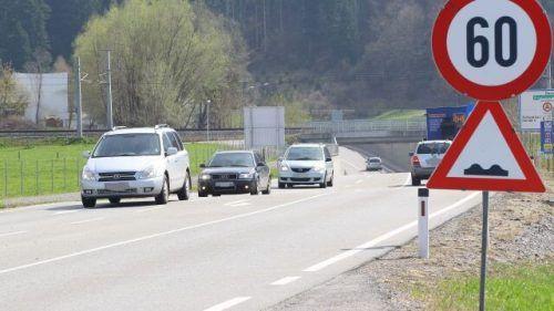 Vor der Kreuzung kurz vor dem Tunnel kam es zum Unfall. Symbol: VN/HB