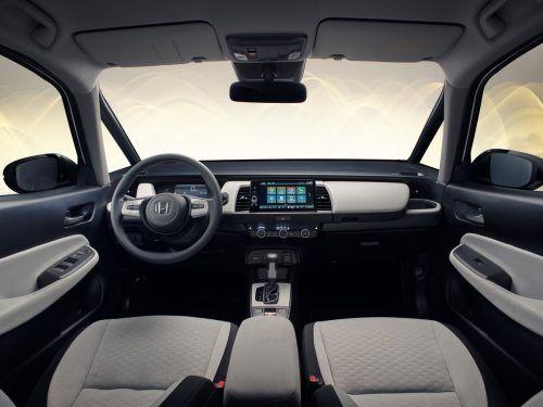 Weniger Futurismus, dafür mehr Digitales: Das Cockpit des kleinen Japaners ist komplett neu gemacht.