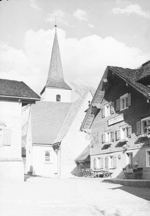 1931 betrieb Ferdinand Türtscher das Gasthaus Kreuz in Sonntag-Buchboden. Nebenbei engagierte er sich noch als Vorstandsmitglied des Spar- und Darlehenskassenverein für Sonntag und Fontanella.Sammlung Risch-Lau, Ansichtskartensammlung, Vorarlberger Landesbibliothek
