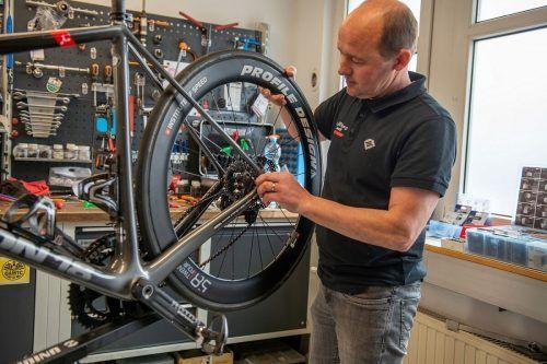 Alle Hände voll zu tun gibt es derzeit beim Radhaus Rankweil. Karl