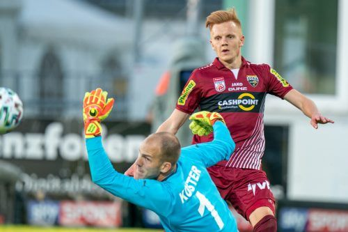 Altachs Christian Gebauer vergab gegen Goalie Markus Kuster nach Seitenwechsel die Großchance auf den Siegtreffer.gepa