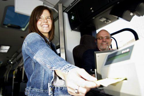 Auch der Ticketkauf beim Fahrpersonal ist wieder möglich. Stadtbus