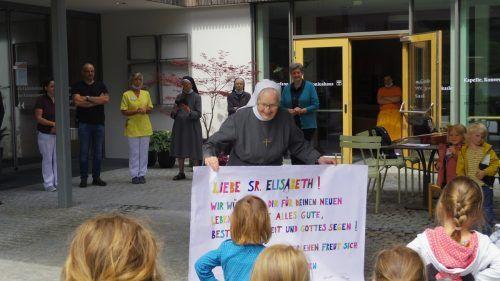 Auch die Kindergartenkinder, die im Antoniushaus untergebracht sind, verabschiedeten sich von Sr. Elisabeth Heinzle. antoniushaus