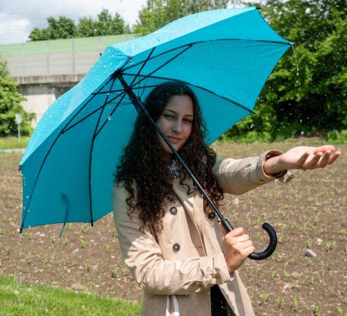Auch Selina hat nichts gegen vereinzelte Regentage. Ab dem Feiertag wird ja die Sonne wieder scheinen. VN/Lerch