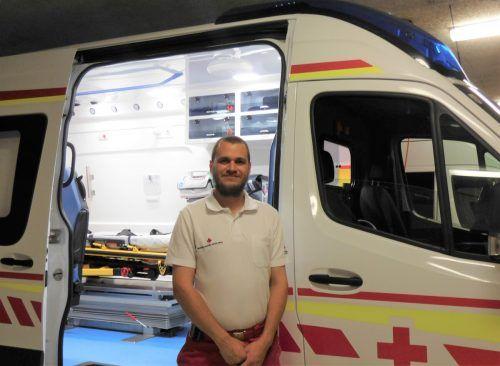 Auch während der Coronakrise ist Rettungssanitäter Marcel Holzer im Einsatz. mima