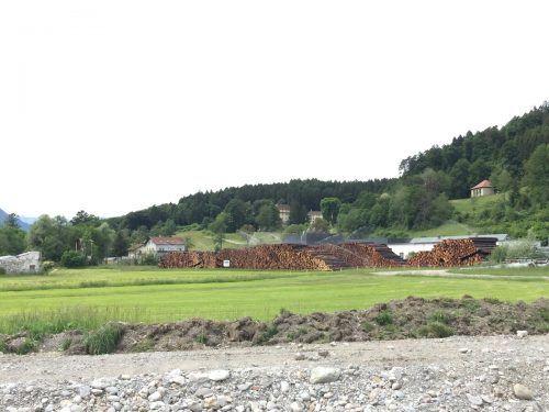 Auf dem Dergerdonareal in Gais wurde ein Holzlager der Forstbetriebsgemeinschaft Jagdberg eingerichtet.VN/JLO