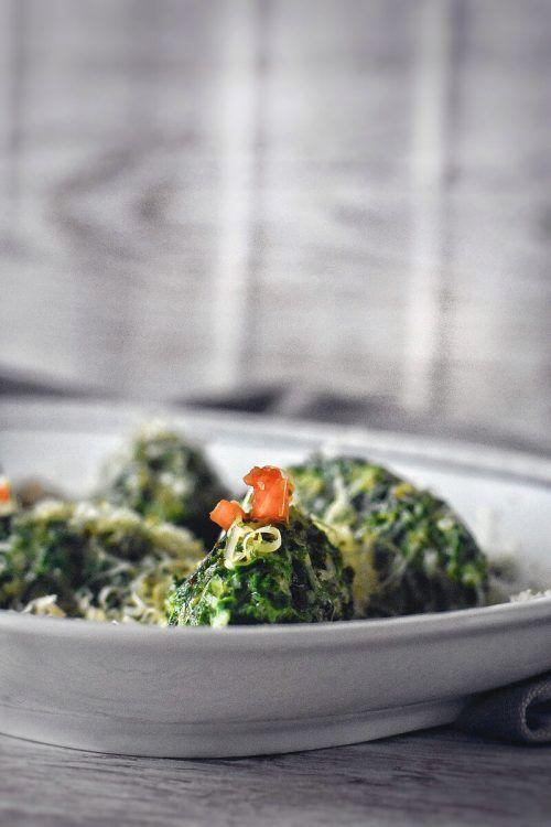 Aus dem Alma Kräuterschatz lassen sich wunderbare Spinat-Käse-Nocken machen. Ab besten schmecken sie in Salbeibutter geschwenkt.Alma/Rupp AG