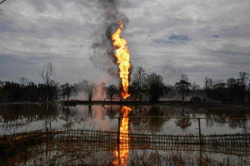 Bei dem Versuch ein Leck abzudichten, ist das Gas in Brand geraten. AFP