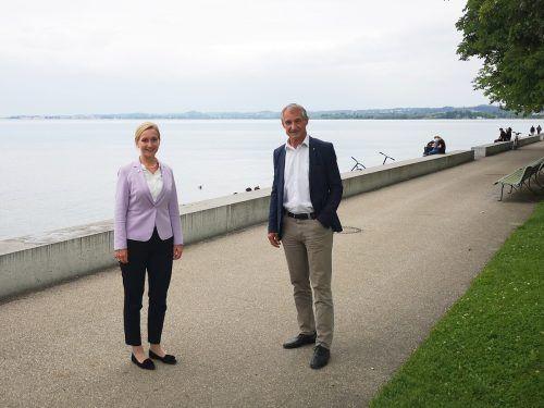 Bürgermeister Markus Linhart und seine Amtskollegin aus Lindau, Claudia Alfons, haben sich nach der Grenzöffnung zu einem Gespräch getroffen.