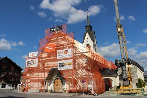 Das 1760 geweihte Gotteshaus in Schwarzenberg wird derzeit außen umfassend renoviert. stp