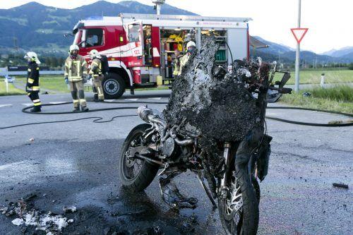 Das Motorrad musste von der Feuerwehr gelöscht werden. D. Mathis