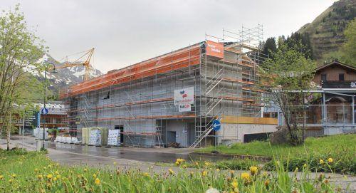 """Der eigentliche Hotelkomplex des neuen """"Biberkopfs"""" ist für das Warther Dorfzentrum zum prägenden Gebäude geworden. STRAUSS"""