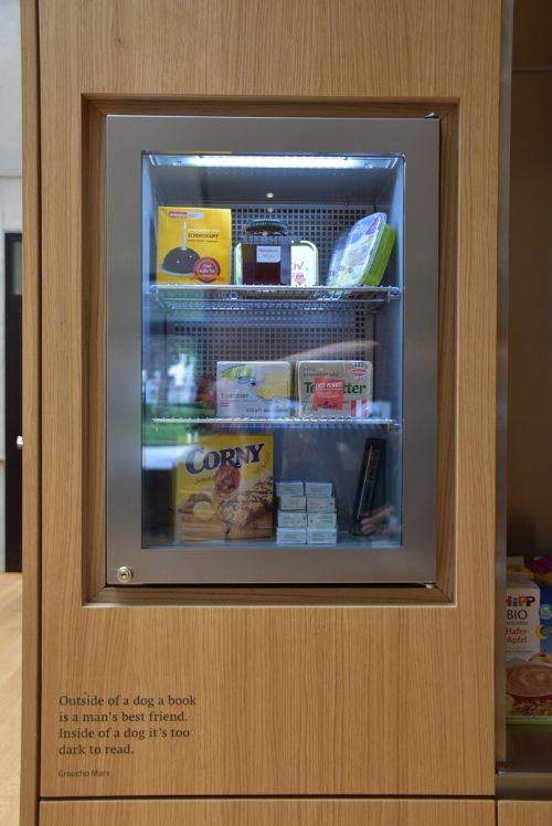 Der Offene Kühlschrank in der Stadtbücherei ist in Betrieb. blan