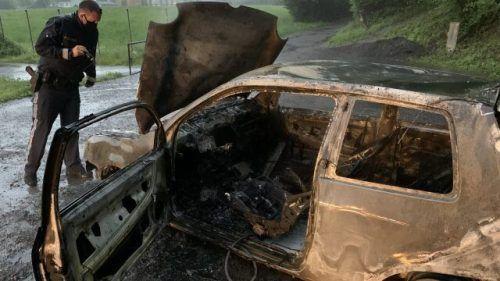 Dieser Pkw wurde von seinem Besitzer selbst in Brand gesetzt.Vlach
