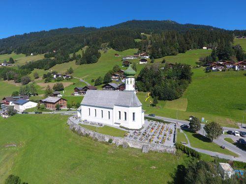 Die Arbeiten am Sockel der Pfarrkirche Bartholomäberg sind abgeschlossen. Pfarre