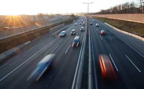 Der Verkehrsbereich sei für 29 Prozent aller Treibhausgasemissionen in Österreich verantwortlich, kritisieren die Aktivisten. APA