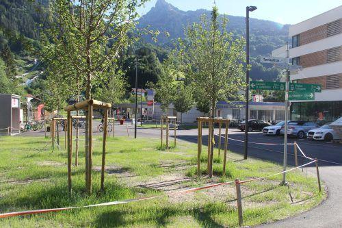 Der Vorplatz und der Eingangsbereich des Alpenbads Montafon wurden neu gestaltet. STR