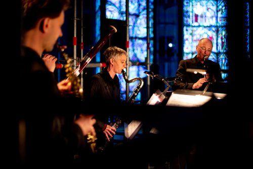 Die Abende mit musikalisch begleiteten Begräbnisreden auf Gewissheiten, Privatsphären und Muße werden mit einem Corona-Update versehen. Victor Marin