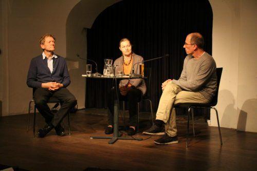 Die beiden Autoren Hans Platzgumer und Willibald Feinig diskutierten im Anschluss an die Lesung mit Marie-Rose Rodewald-Cerha. Heilmann